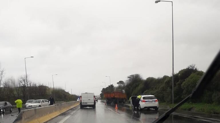 Το φορτηγό, το διάζωμα και το διπλό ατύχημα