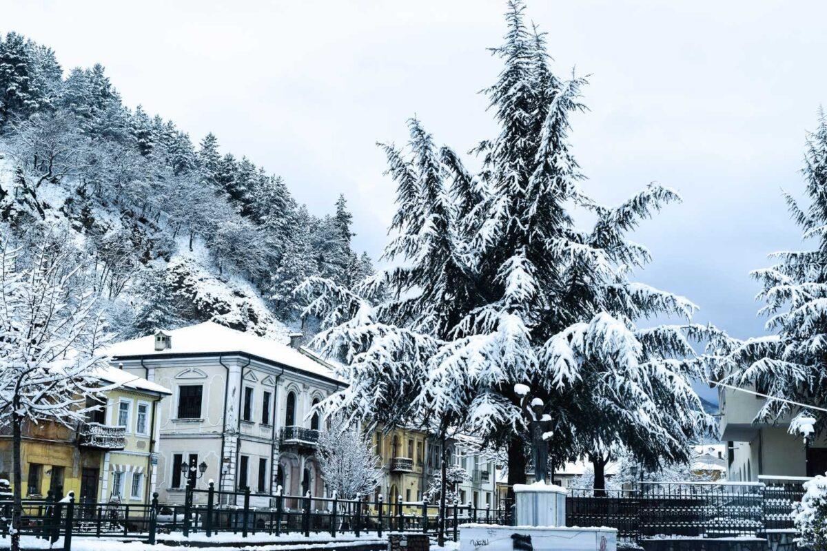 Καιρός – Κακοκαιρία Μήδεια: Περιήγηση στις περιοχές που χιονίζει – Ειδυλλιακές εικόνες στη Βόρεια Ελλάδα (video)
