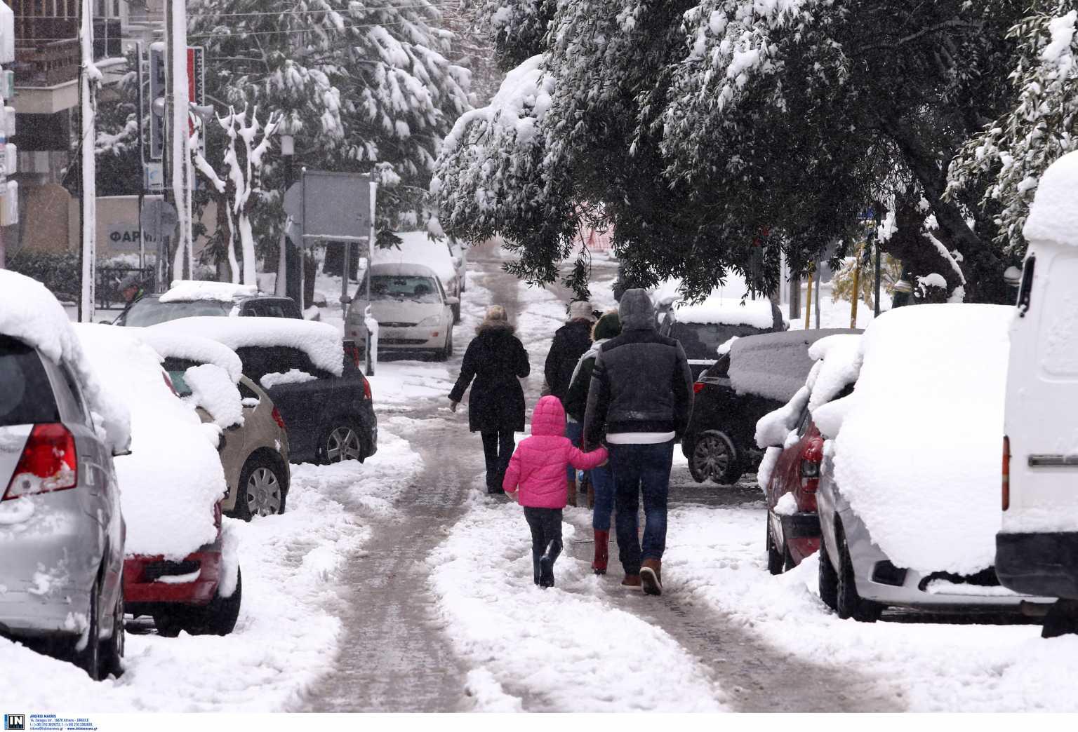 Καιρός: Πυκνό χιόνι στην Αττική έως το βράδυ της Τρίτης – Νέο έκτακτο δελτίο