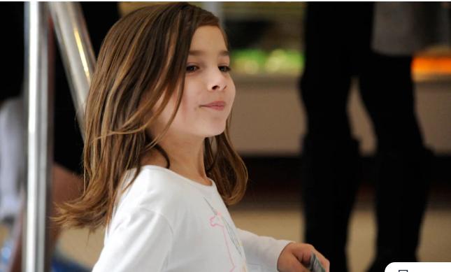Ραγίζει καρδιές η ιστορία της 7χρονης που μαζεύει χρήματα, πουλώντας λεμονάδες