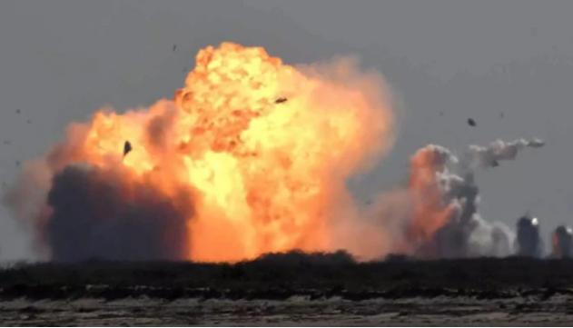 Space X: Ο πύραυλος του Έλον Μασκ εξερράγη λίγο μετά την προσγείωσή του
