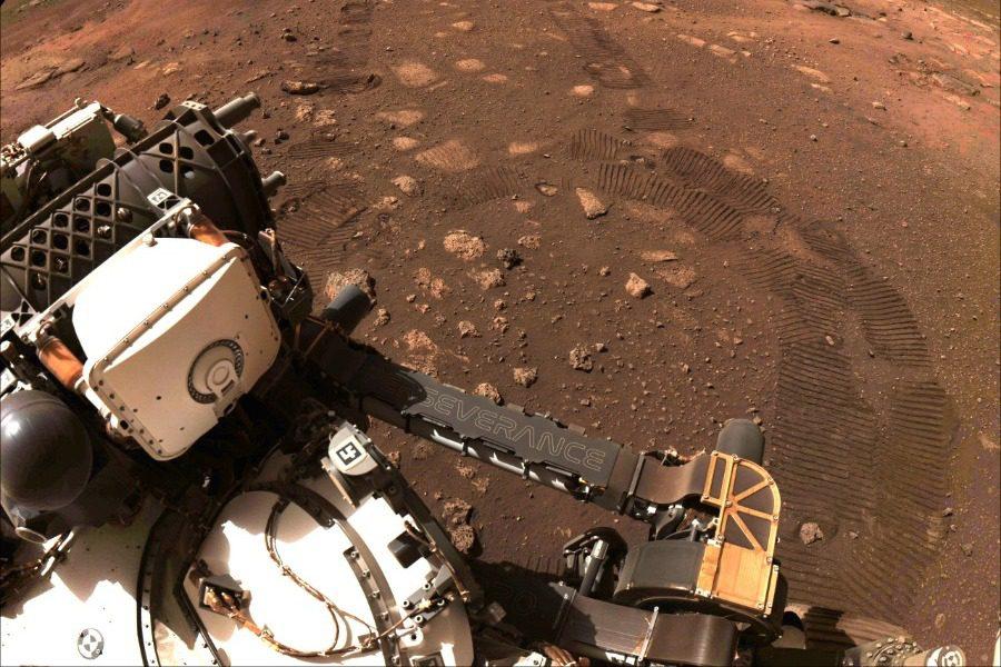 Το Perseverance ξεκίνησε τον «περίπατό» του στον Αρη και έστειλε φωτογραφίες