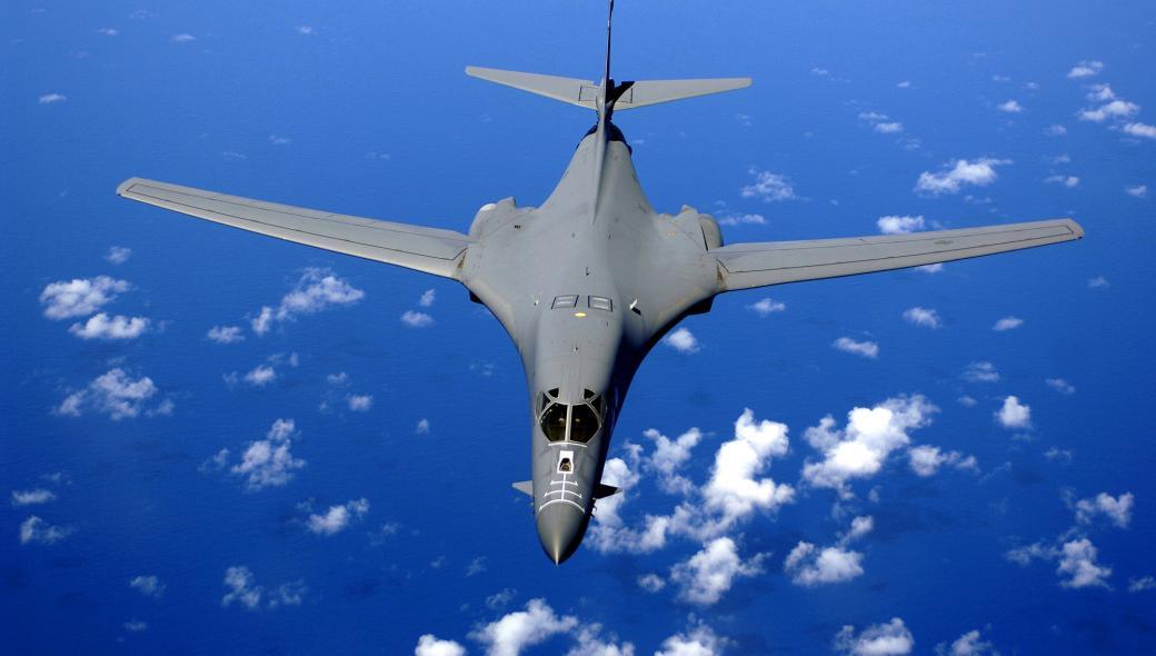 ΕΚΤΑΚΤΟ: Βομβαρδιστικά της USAF στοχοποιούν την Αγία Πετρούπολη!