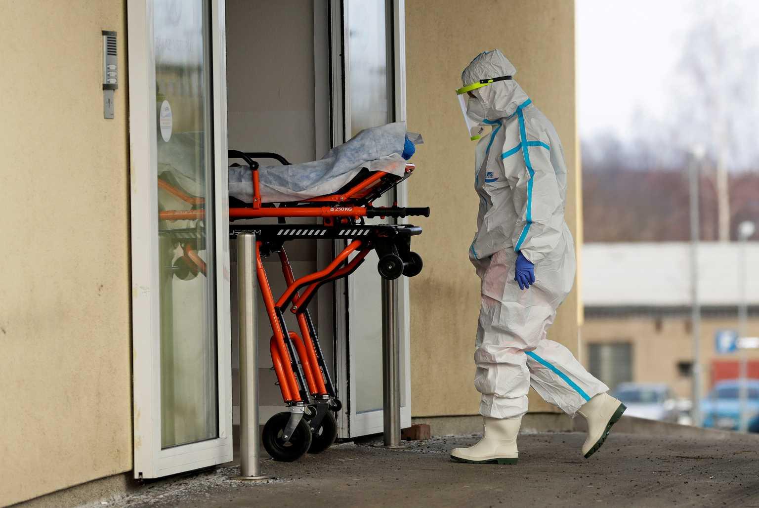 Ασύλληπτη οικογενειακή τραγωδία: Ήταν σε καραντίνα στο υπόγειο και πέθαναν – Τους βρήκε η 11χρονη κόρη τους (pics, vid)