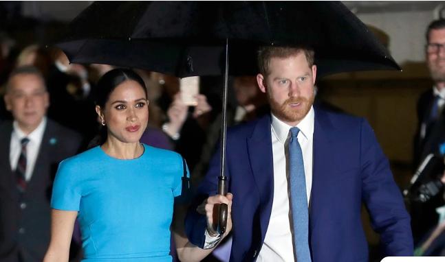 Μέγκαν και Χάρι δεν υποχωρούν παρά τις κατηγορίες για «έλλειψη σεβασμού» προς τον πρίγκιπα Φίλιππο
