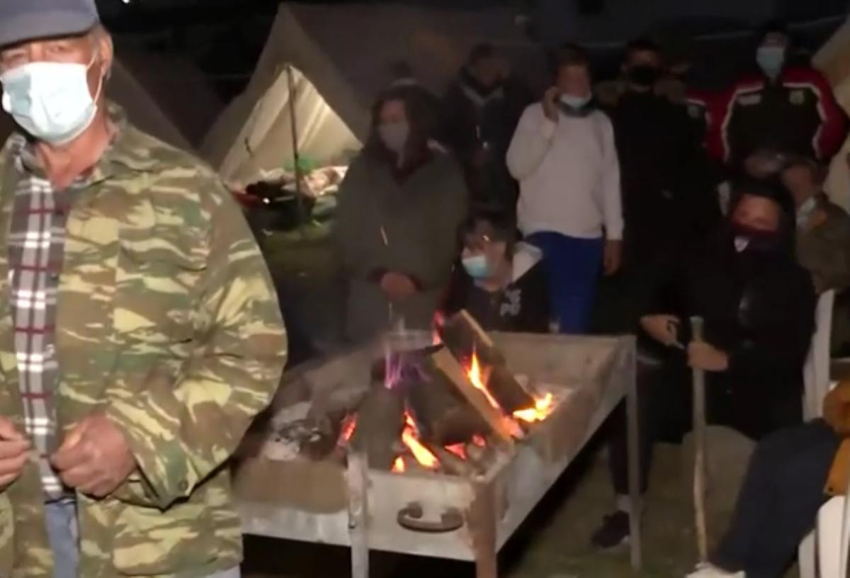 Σεισμός στην Ελασσόνα: Στην παγωνιά της σκηνής για ακόμα μία νύχτα – Στέλνουν τροχόσπιτα στους σεισμόπληκτους (pics)