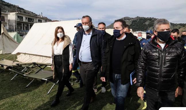 Πέτσας: Τη Δευτέρα κάθε σεισμόπληκτος δήμος θα πάρει 300.000 ευρώ