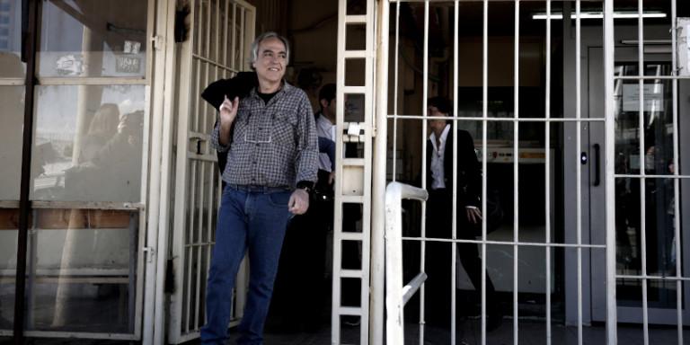 Νοσοκομείο Λαμίας για Κουφοντίνα: Προχωρήσαμε σε σταδιακή σίτισή του κατόπιν επιθυμίας του