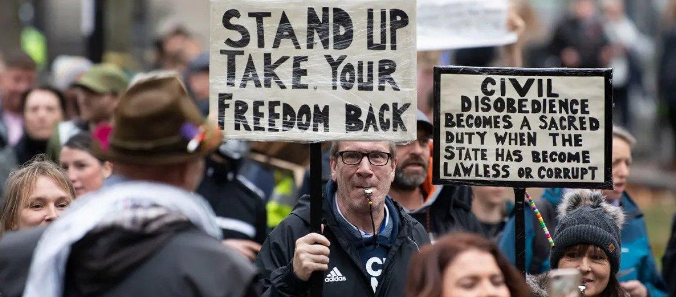 Λονδίνο: Χιλιάδες Λονδρέζοι σε μεγάλη πορεία κατά των απαγορεύσεων του κορωνοϊού