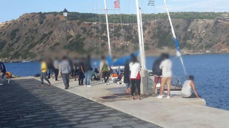 Οι ένοπλοι διακινητές, η σφοδρή θαλασσοταραχή και οι 53 ψυχές