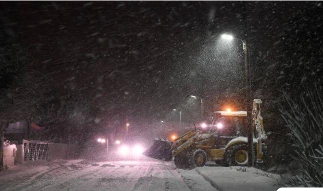Έντονη χιονόπτωση αυτή την ώρα στην Πάρνηθα