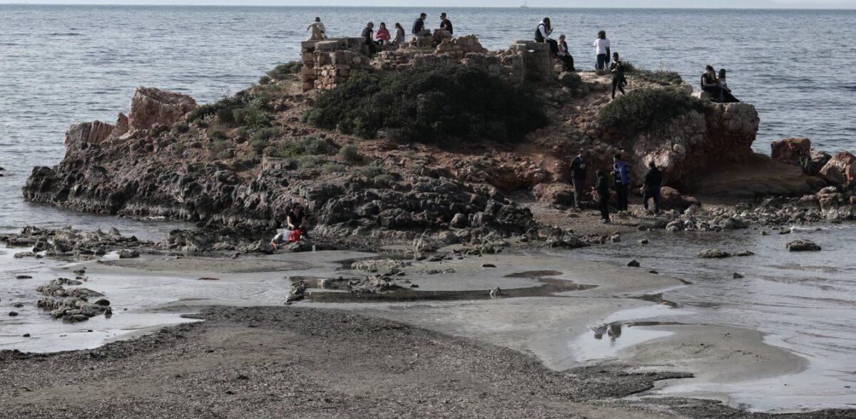 Καβούρι: Υποχώρησε η στάθμη της θάλασσας – Εντυπωσιακές εικόνες