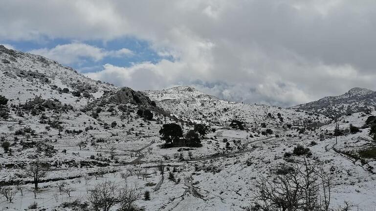 Στα λευκά τα ορεινά της Κρήτης – Πώς θα εξελιχθεί ο καιρός