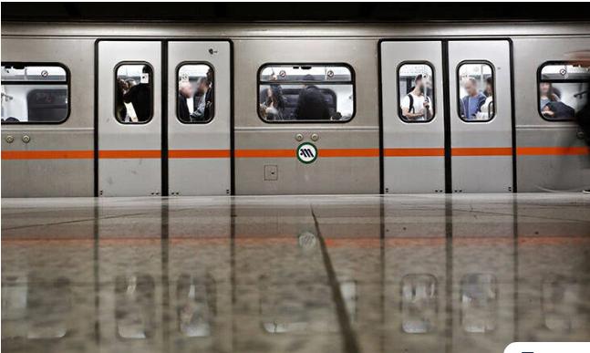 Άνοιξαν οι πέντε σταθμοί του Μετρό που είχαν κλείσει στο κέντρο της Αθήνας