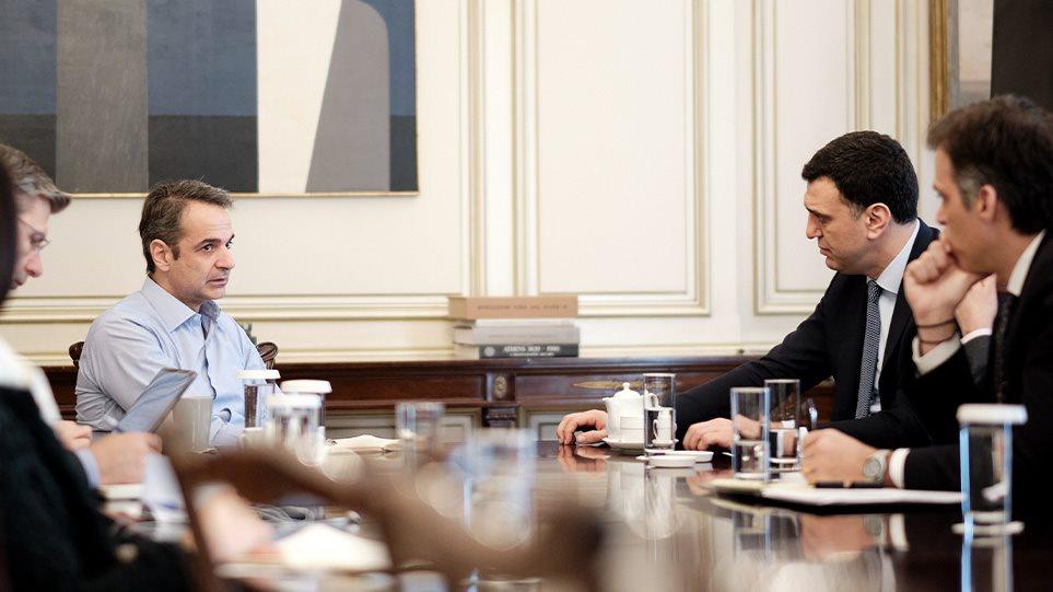Κορωνοϊός: Οι μεταλλάξεις φέρνουν νέα μέτρα – Συνεδριάζουν αύριο οι ειδικοί, ανακοινώσεις Κικίλια μετά