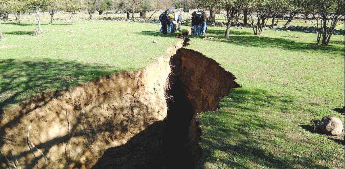 Νίσυρος: Κρατήρες και ρωγμές στο έδαφος – Τι σχέση έχουν με το ηφαίστειο