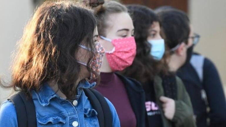 Σύγχυση και αγωνία για το πότε θα επιστρέψουν στα θρανία οι μαθητές