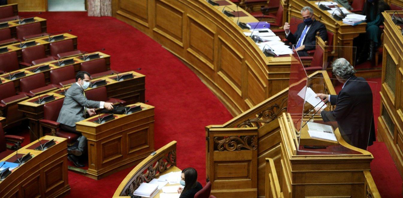 Χαμός στη Βουλή με Πολάκη - Πλεύρη: «Γουρούνια», «χουντικοί» και εκφράσεις πεζοδρομίου