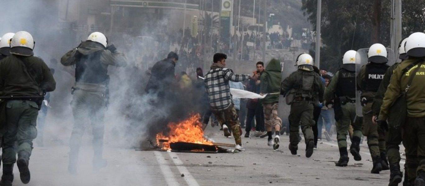 Κόρινθος: Εξέγερση μεταναστών με φωτιές και πετροπόλεμο – Πεδίο μάχης το σημείο