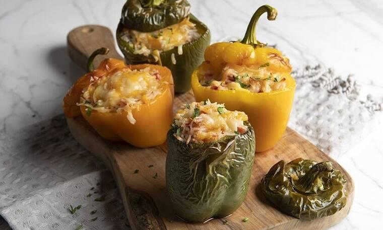 Γεμιστές πιπεριές από τον Άκη Πετρετζίκη