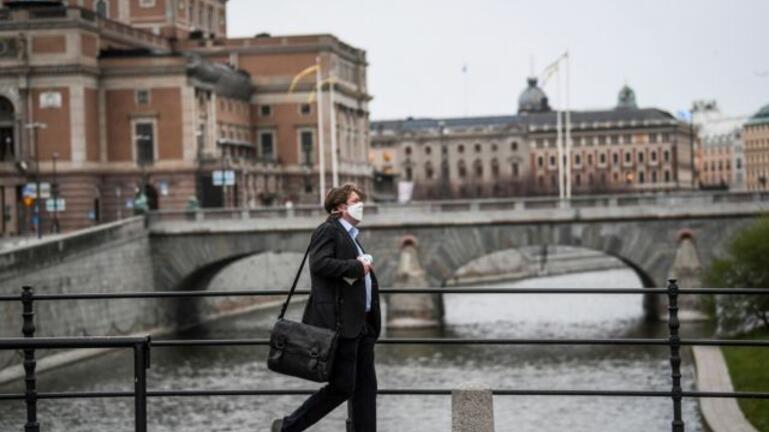 Περισσότεροι Σουηδοί στις ΜΕΘ, την ώρα που το τρίτο κύμα της πανδημίας επιταχύνεται