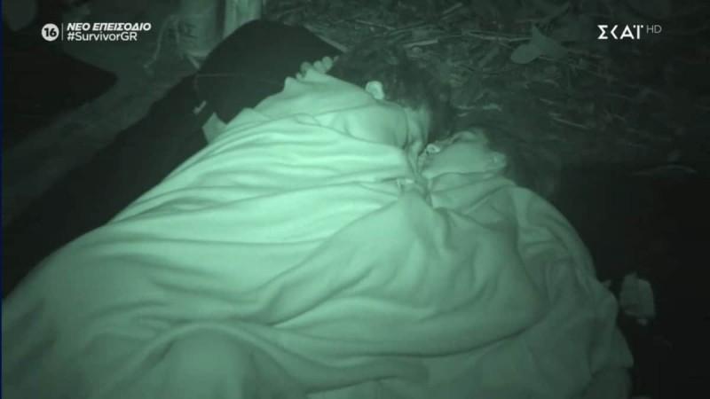 Survivor: «Η Άννα Μαρία κοιμάται όσο πιο κοντά γίνεται στον Νίκο»