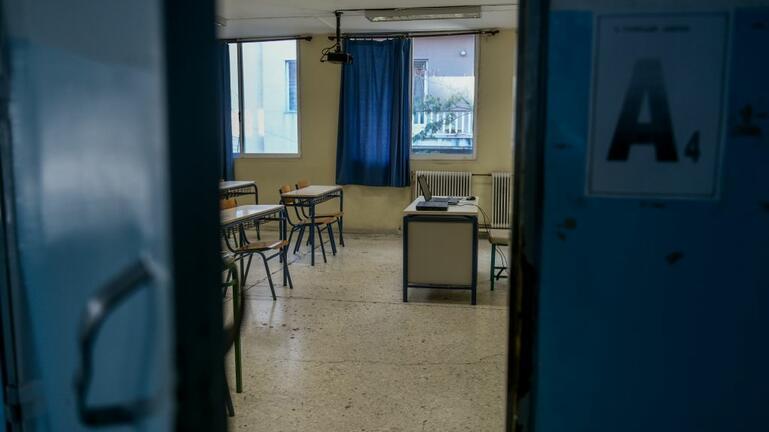 Κλείνουν για δύο εβδομάδες τα σχολεία σε όλη τη χώρα