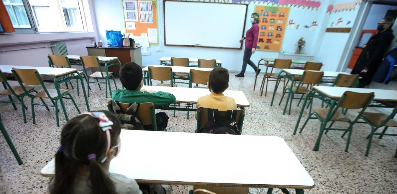 Διευκρινίσεις Κεραμέως για σχολεία, πανελλήνιες και μαθήματα το Πάσχα