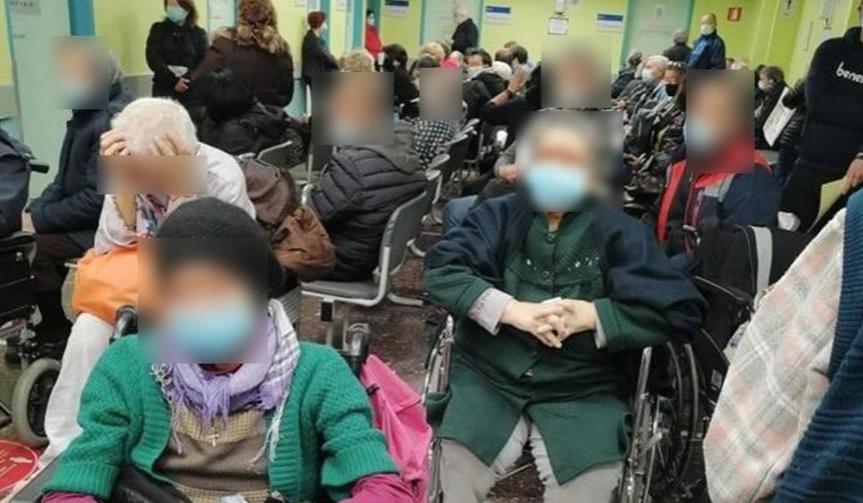 Απίστευτες εικόνες συνωστισμού στο Θεαγένειο: Ασθενείς στοιβαγμένοι ο ένας δίπλα στον άλλο