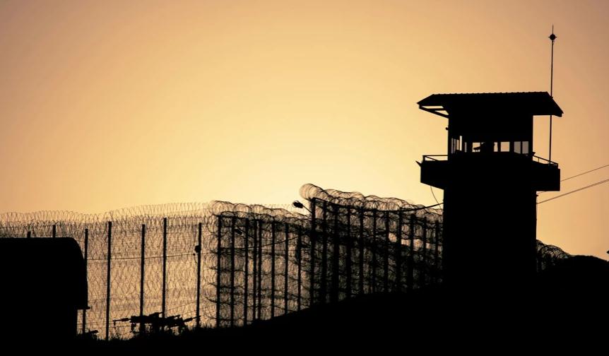 Παιδόφιλος καθηγητής πνίγηκε με το φαγητό του στη φυλακή