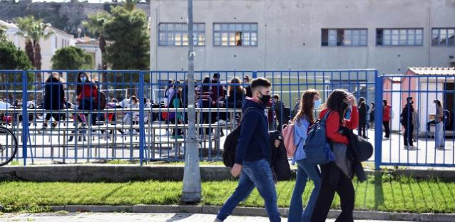 Επιστροφή στα θρανία για τους μαθητές Λυκείου -Ανοιγμα με self test, 408 βρέθηκαν θετικοί