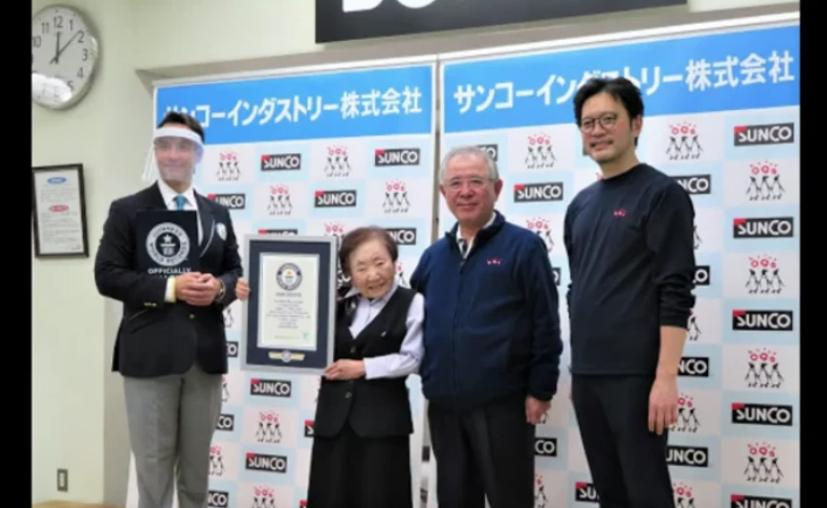 Ρεκόρ Γκίνες από 90χρονη Γιαπωνέζα: Έγινε η μεγαλύτερη ηλικιακά διευθύντρια γραφείου