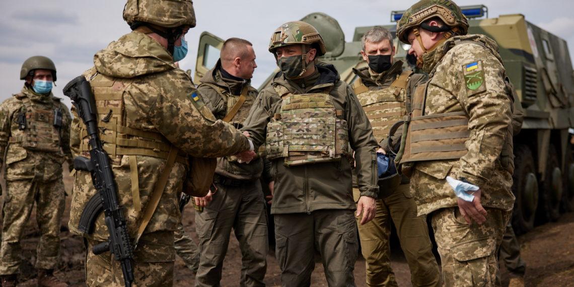 Ουκρανία: Στην «πρώτη γραμμή» ο Πρόεδρος Ζελένσκι – «Τα είπαν» Μέρκελ και Πούτιν [pics]