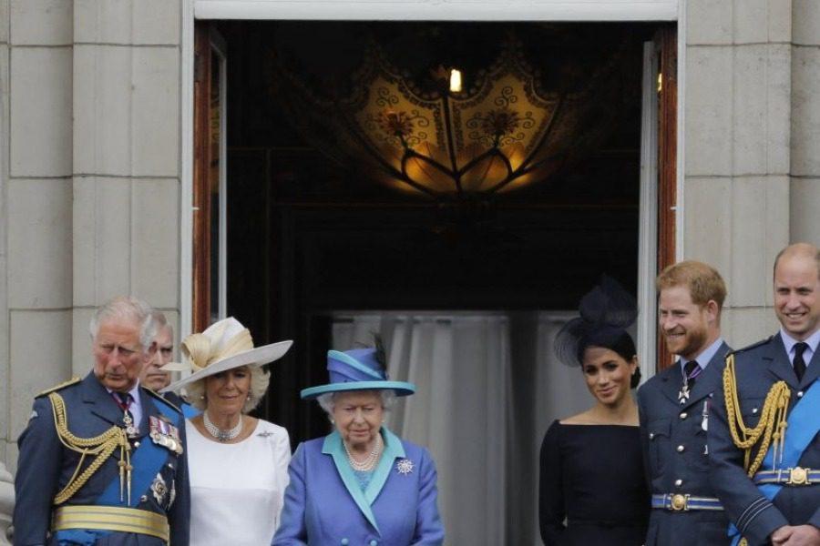Έρχονται αλλαγές στη μοναρχία: Το «μυστικό συμβούλιο» που συγκάλεσε η Ελισάβετ