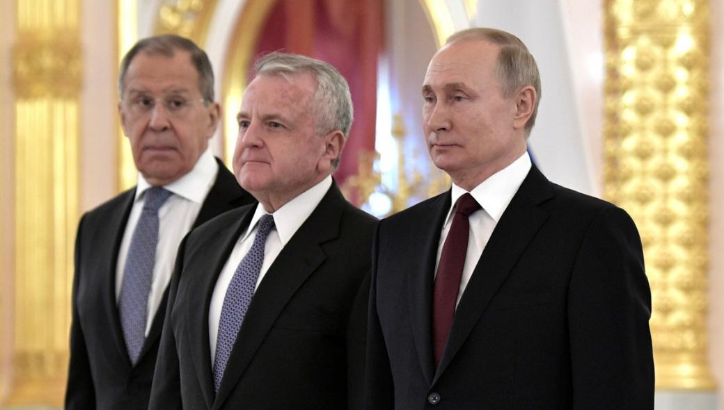 Κρίση άνευ προηγουμένου: Η Μόσχα ζητά την αποχώρηση του πρεσβευτή των ΗΠΑ – Εκείνος αρνείται!