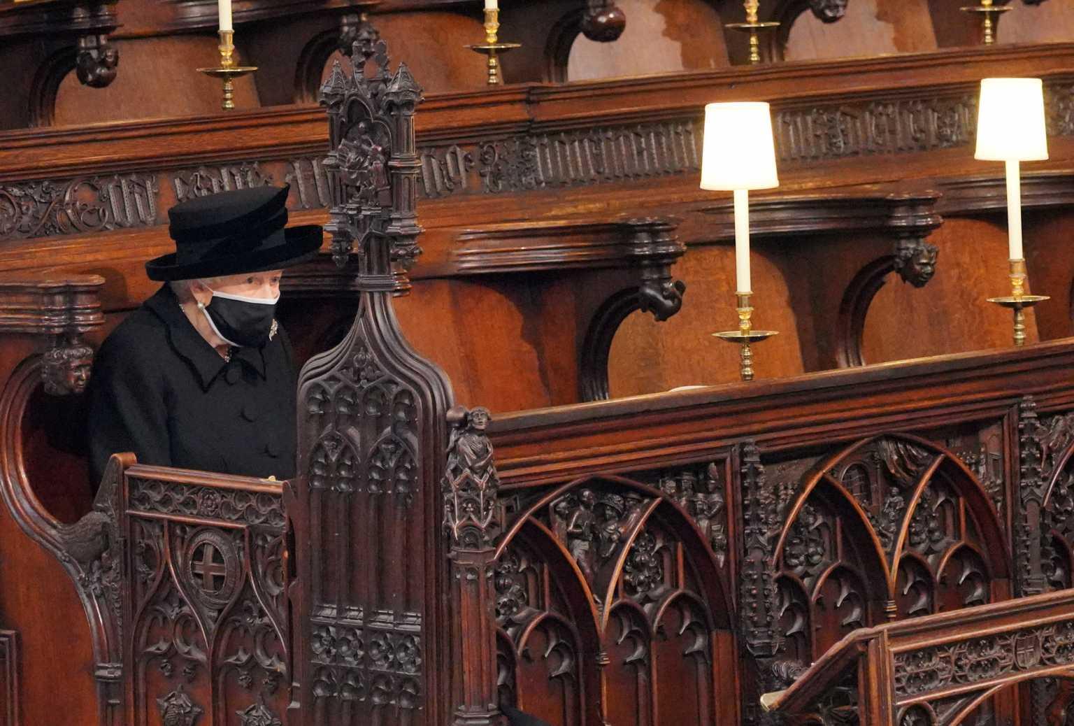 Φίλιππος: Συντετριμμένη η βασίλισσα Ελισάβετ στην κηδεία του πρίγκιπά της (pics)