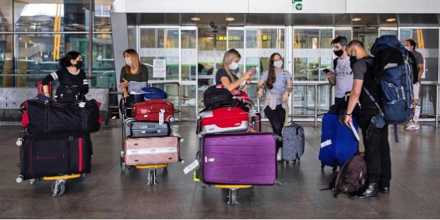 Κρας τεστ από Δευτέρα για τον τουρισμό: Ταξιδιώτες από ΕΕ και 5 ακόμη χώρες θα έρχονται στην Ελλάδα -Ποιες οι προϋποθέσεις