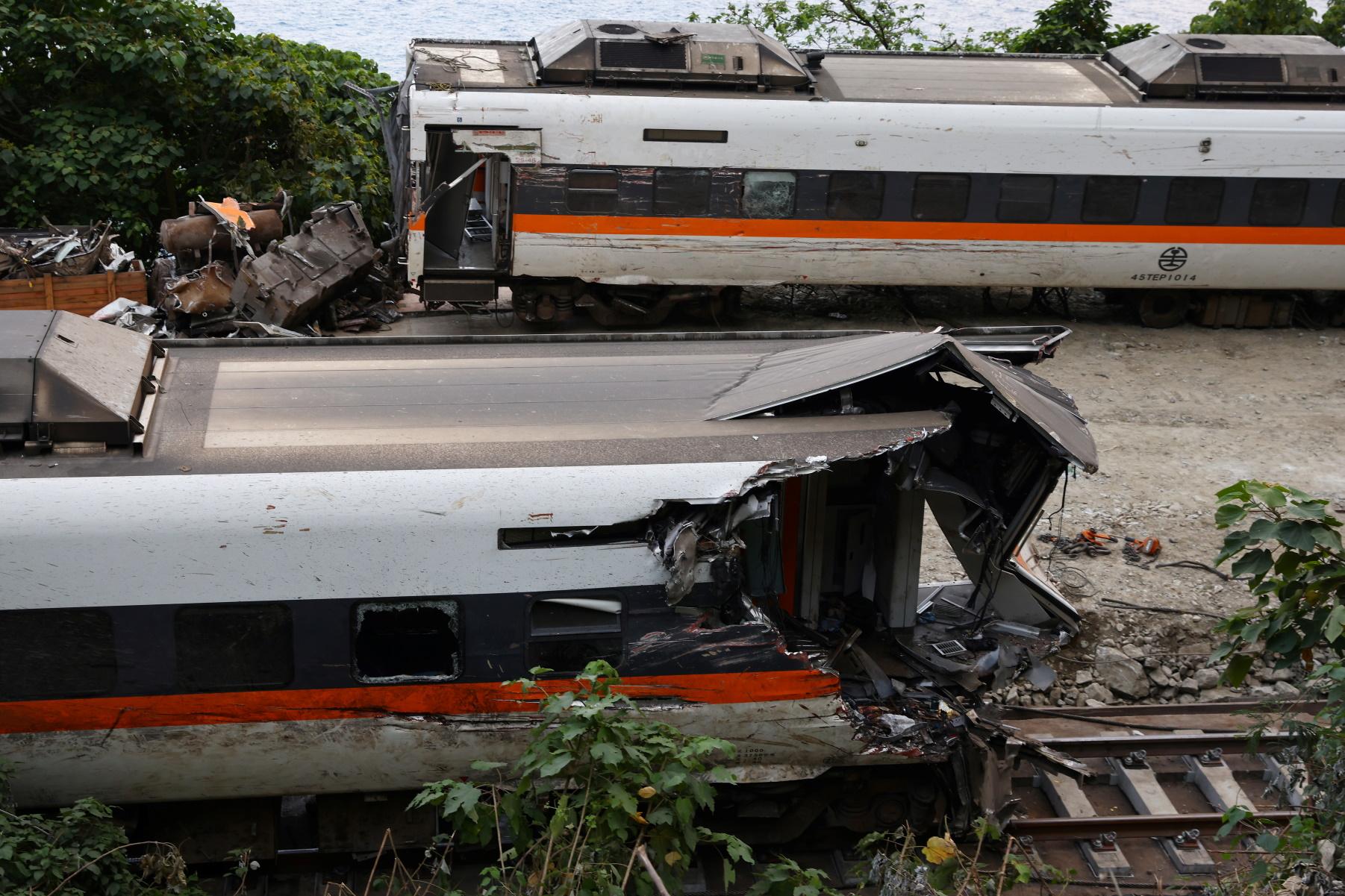 Ταϊβάν: Βίντεο ντοκουμέντο – Η στιγμή της σύγκρουσης του τρένου με φορτηγό που προκάλεσε πάνω από 50 νεκρούς
