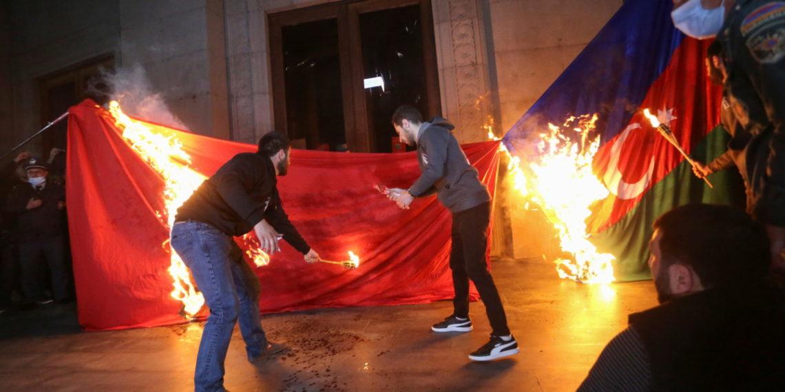 «Βράζει» η Τουρκία: Εκλήθη ο πρέσβης των ΗΠΑ για την αναγνώριση γενοκτονίας των Αρμενίων