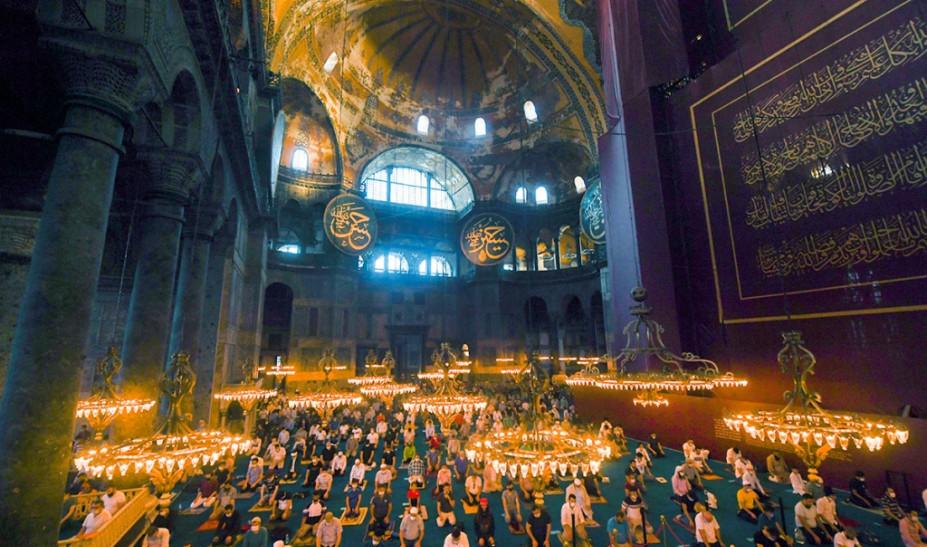 Γιατί «σίγησε» ο ιμάμης της Αγίας Σοφίας – Οι παρασκηνιακές συγκρούσεις