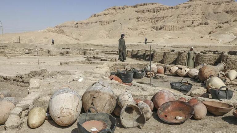Αίγυπτος: Η αρχαιολογική σκαπάνη φέρνει στο φως θησαυρούς και πολύτιμα αγγεία