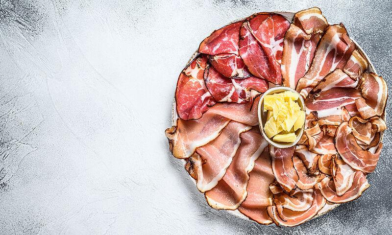 Επεξεργασμένο κρέας: Σε ποια ποσότητα & πόσο αυξάνει τον κίνδυνο καρδιαγγειακών και θανάτου