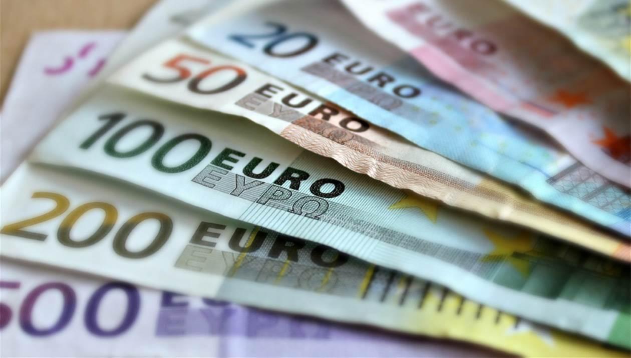 """Αναλυτικά ποιους αφορούν οι πληρωμές   Νωρίτερα πληρώνονται οι δικαιούχοι των επιδομάτων του ΟΠΕΚΑ λόγω του Πάσχα. Ειδικότερα χιλιάδες δικαιούχοι των επιδομάτων του ΟΠΕΚΑ θα πληρωθούν τη Μεγάλη Πέμπτη 29 Απριλίου και όχι την Μεγάλη Παρασκευή 30 Απριλίου λόγω της αργίας.  Ειδικότερα ο ΟΠΕΚΑ θα καταβάλει το επίδομα γέννησης, το Επίδομα Ενοικίου, το Επίδομα Στεγαστικής Συνδρομής Ανασφάλιστων υπερηλίκων, το Ελάχιστο Εγγυημένο Εισόδημα (π. ΚΕΑ), τα Προνοιακά Αναπηρικά και Διατροφικά Επιδόματα, το Επίδομα Ομογενών, το Επίδομα Κοινωνικής Αλληλεγγύης Ανασφαλίστων Υπερηλίκων και η """"Σύνταξη Υπερηλίκων του ν. 1296/1982"""" την Μεγάλη Πέμπτη 29 Απριλίου 2021.  Αναλυτικότερα πληρώνονται:   -Προνοιακά Αναπηρικά και Διατροφικά Επιδόματα περίπου 169.720 δικαιούχοι  -Ελάχιστο Εγγυημένο Εισόδημα περίπου 269.948 δικαιούχοι  -Επίδομα Στέγασης περίπου 271.644 δικαιούχοι   -Επίδομα Γέννησης περίπου 12.529 δικαιούχοι  -Επίδομα Ανασφάλιστων Υπερηλίκων περίπου 35.203 δικαιούχοι (εκ των οποίων) Επίδομα Κοινωνικής Αλληλεγγύης Ανασφάλιστων Υπερηλίκων 14.821 δικαιούχοι  -Επίδομα Στεγαστικής Συνδρομής περίπου 903 δικαιούχοι  -Επίδομα Ομογενών Προσφύγων περίπου 6.777 δικαιούχοι   Επίδομα γέννησης  Το επίδομα καταβάλλεται σε δύο ισόποσες δόσεις των 1.000 ευρώ. Η πρώτη δόση καταβάλλεται τον επόμενο μήνα από την γέννηση του παιδιού, εφόσον η αίτηση υποβληθεί και εγκριθεί μέσα στον μήνα της γέννησης του παιδιού και η δεύτερη δόση μετά από πέντε μήνες από το μήνα της γέννηση του παιδιού. Έτσι όσοι πληρωθούν στις 29 Απριλίου την πρώτη δόση θα πληρωθούν την δεύτερη δόση στις 31 Αυγούστου 2021.  Η αίτηση υποβάλλεται εντός προθεσμίας τριών μηνών από τη γέννηση του παιδιού.  Το παιδί πρέπει να έχει γεννηθεί εν ζωή στην Ελλάδα από 1-1-2021, το ισοδύναμο οικογενειακό εισόδημα να μην υπερβαίνει ετησίως το ποσό των 40.000,00 ευρώ, η μητέρα του παιδιού ή το πρόσωπο που έχει την επιμέλεια του να μένει μόνιμα και νόμιμα στην Ελλάδα και να έχει την ιδιότητα του Έλληνα πολίτη ή του ομογενούς αλλοδαπού ή του Ευρωπαίου """