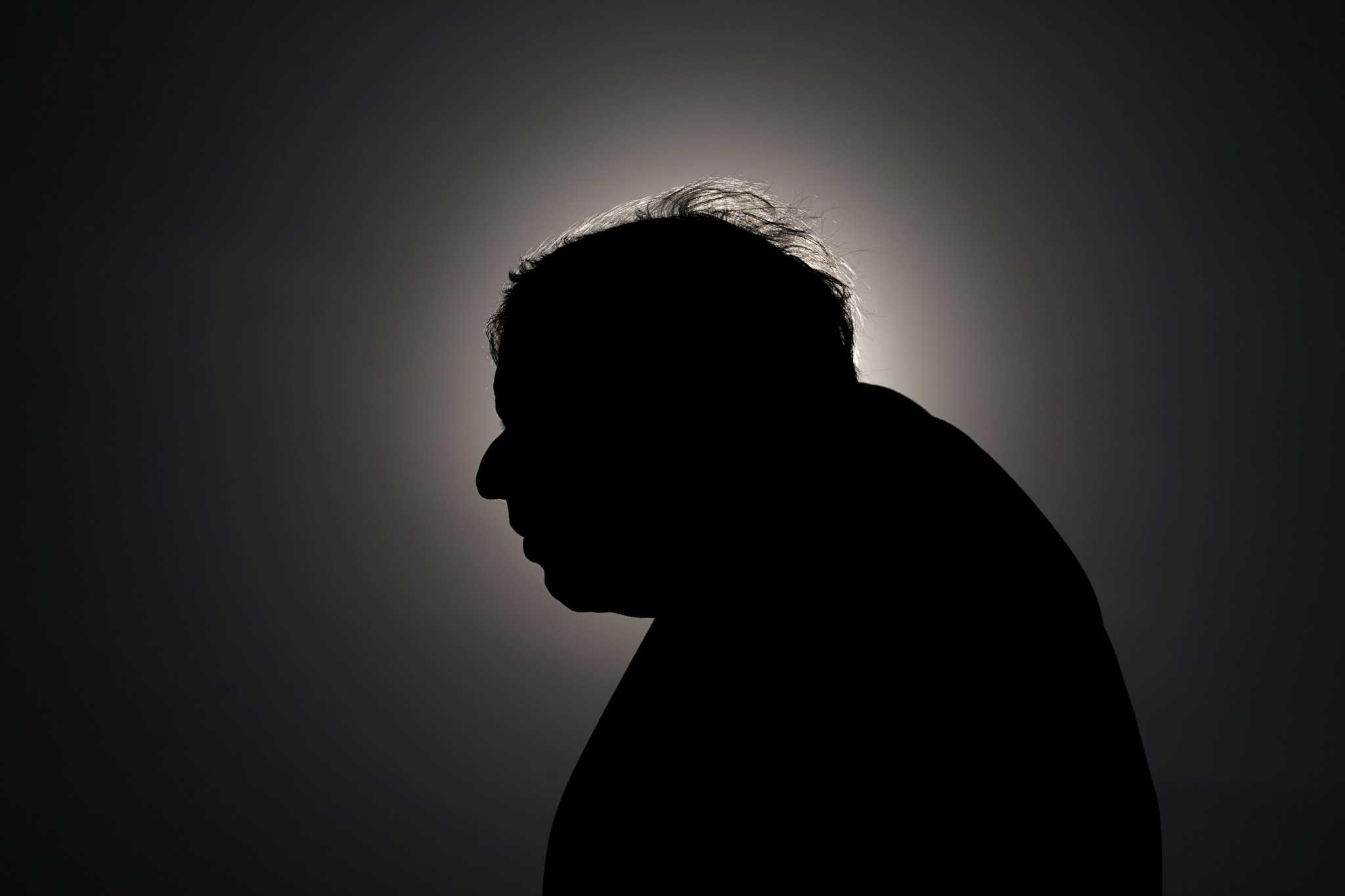 Ποιος «έδωσε» τον Μπόρις Τζόνσον; Σάλος από την φράση: «Αφήστε τα πτώματα να στοιβάζονται κατά χιλιάδες»