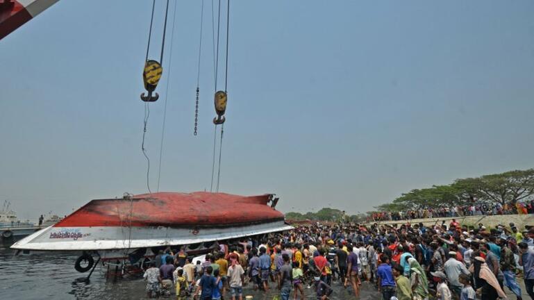 Μπανγκλαντές: Τουλάχιστον 26 νεκροί από σύγκρουση φέρι με φορτηγό πλοίο