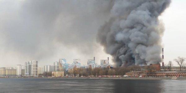 Ρωσία: Μεγάλη φωτιά σε εργοστάσιο στην Αγία Πετρούπολη – Νεκρός πυροσβέστης