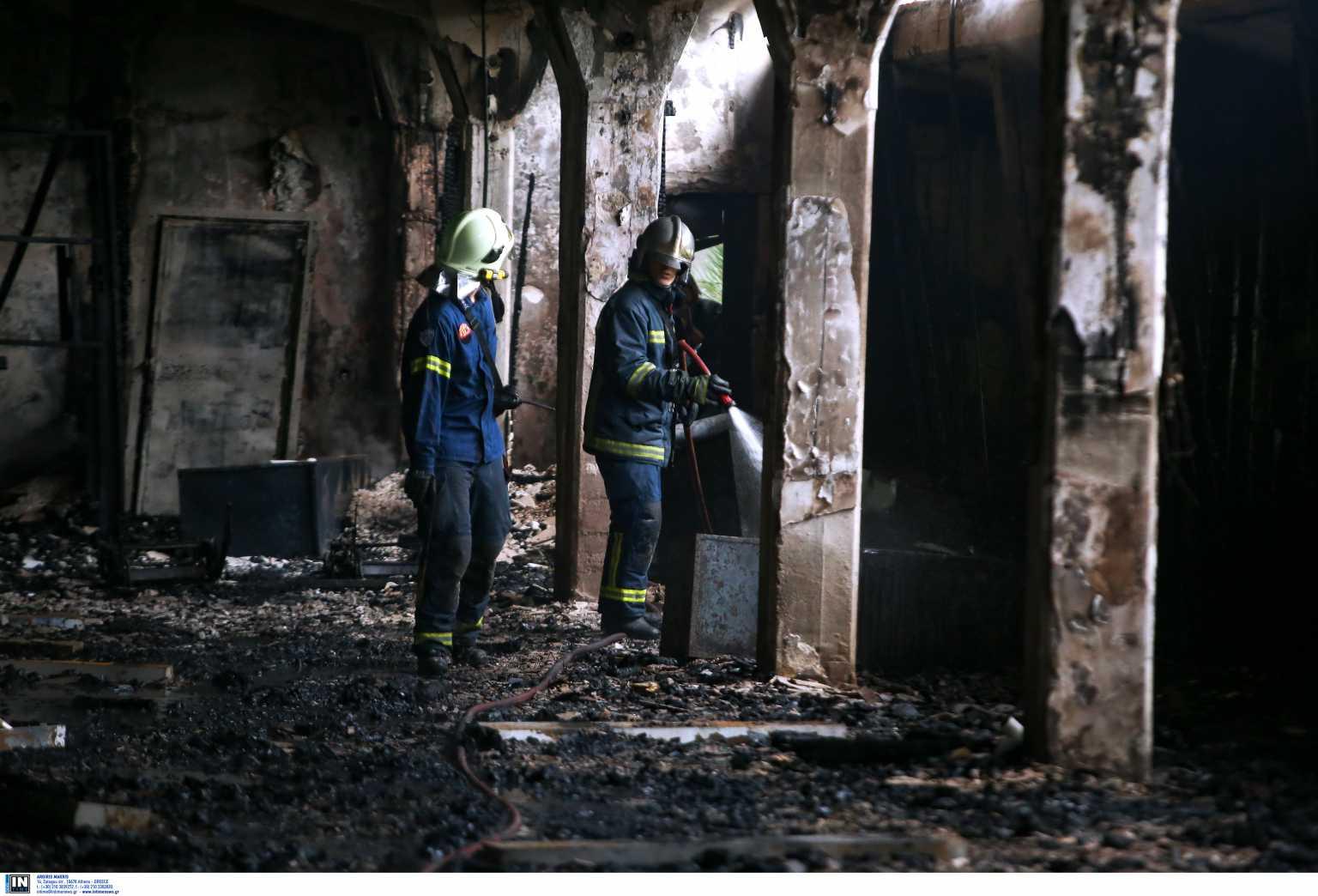 Υπό έλεγχο η φωτιά σε κτίριο μέσα στο Άλσος Καισαριανής (pics