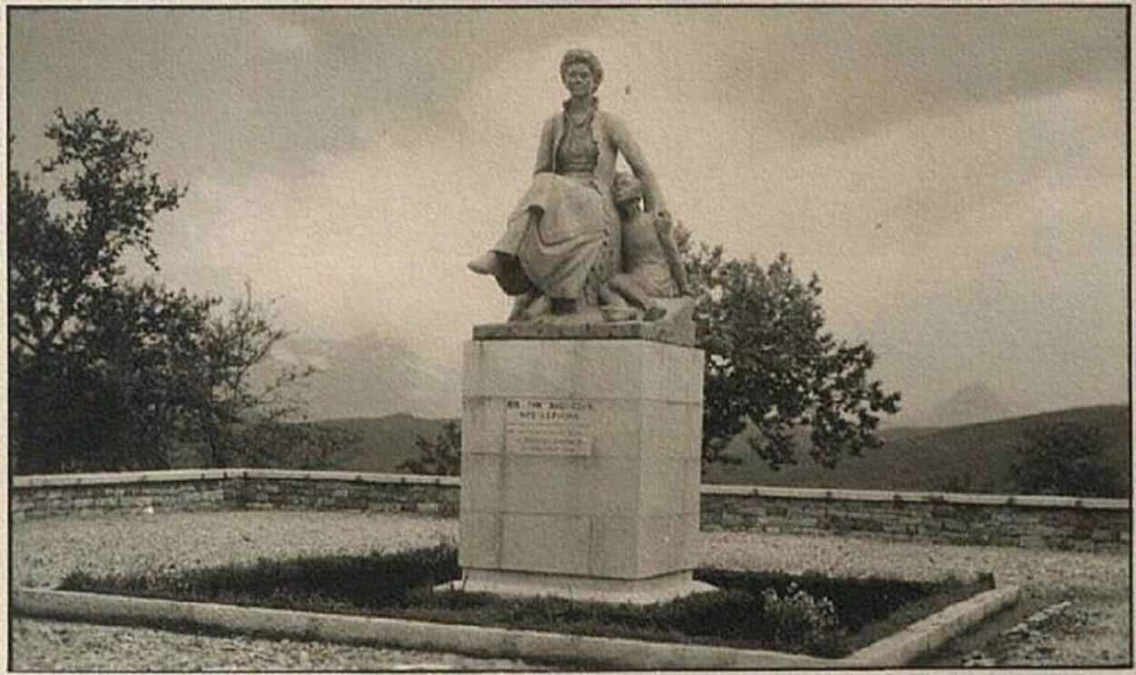 Ο δήμαρχος που θέλει να ξαναστήσει το άγαλμα της Βασίλισσας Φρειδερίκης