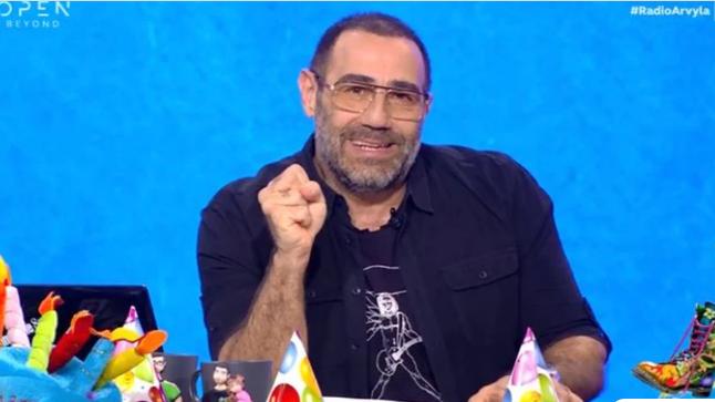 Οι Ράδιο Αρβύλα έκλεισαν τα 13: Το μήνυμα του Αντώνη Κανάκη στην έναρξη της εκπομπής