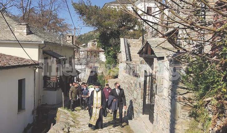 Μακρινίτσα: Σπαραγμός στις κηδείες – Θρήνος και μοιρολόγια για τα αδέρφια που δολοφονήθηκαν (pics, video)